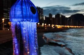 Un déguisement méduse dans Ad Vitam