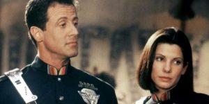 Silvester Stallone et Sandra Bullock dans Demolition Man