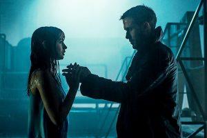 Joi et K dans Blade Runner